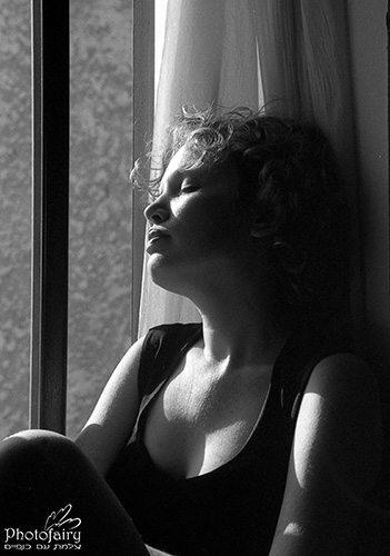 צילום אומנותי- פורטרט קלאסי בשחור לבן מחמיא
