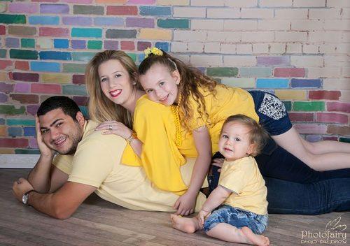 תמונות משפחה בצהוב