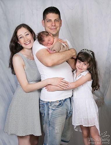 צילום משפחתי בסטודיו- על רקע לבן