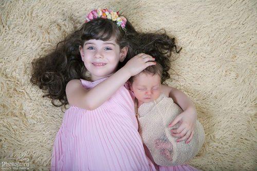 צילום ניו בורן -אח ואחות מחובקים