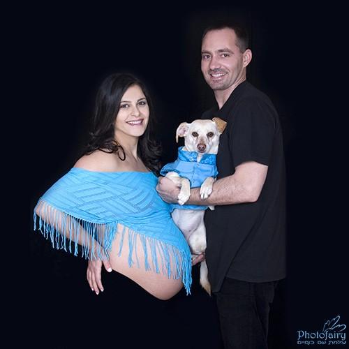 תמונות הריון משפחתיות בהשתתפות הכלב