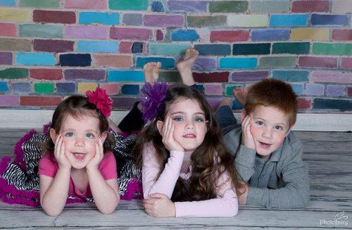 צילומי ילדים- שלושה אחים ביחד