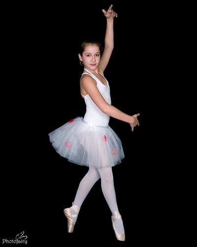 רקדנית בת 12 על קצות האצבעות