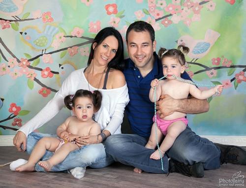 צילומי משפחה עם תאומות מתוקות עם קוקיות