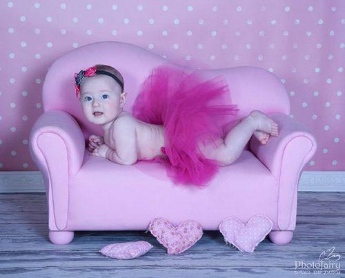 צילום מקצועי לתינוקת בצבע ורוד