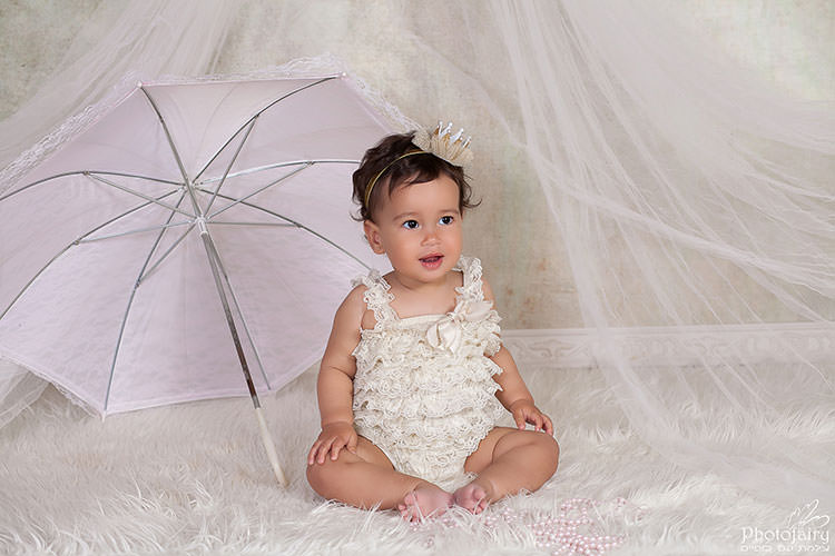 סטודיו לצילום תינוקות- צילום תינוקת כולל תלבושות ואביזרים