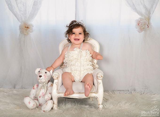 צילום תינוקת בסגנון שאבי-שיק פרחוני בהיר