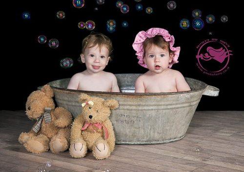 צילום תאומים בגיגית