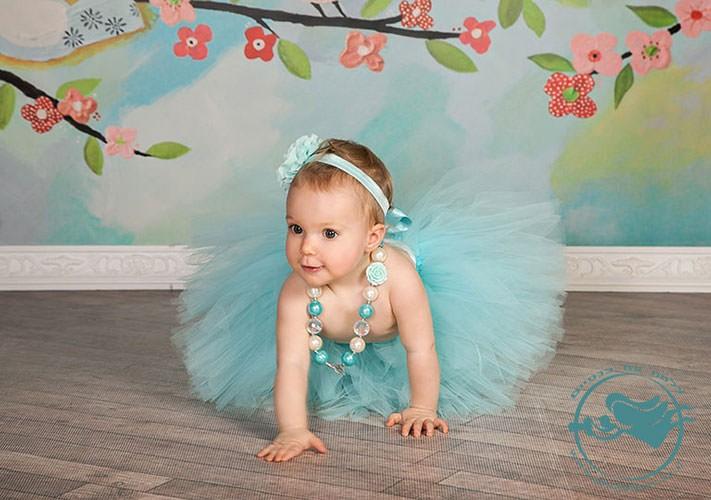 צילום תינוקת בסטודיו כולל תילבושת בתכלת