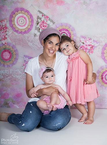 אמא ובנות ברגע של חיבור