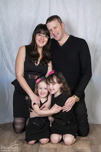 תמונות משפחה מחמיאות בסטודיו מקצועי