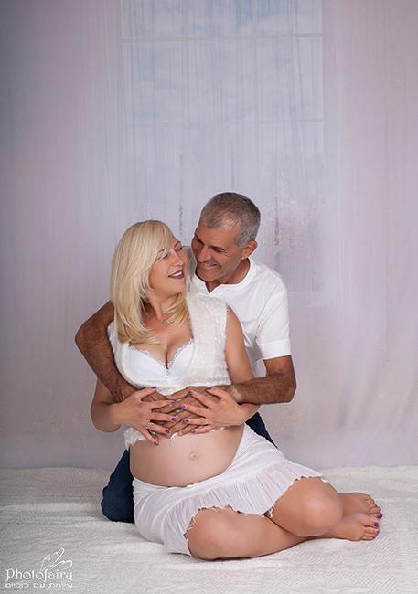 צלמת הריון- צילום עם בן הזוג- חוויה אינטימית ומזכרת מושלמת