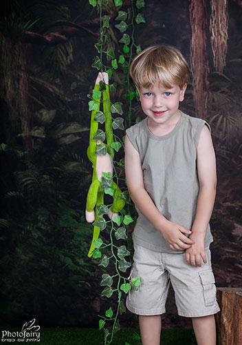 צילום ילד ביער קסום