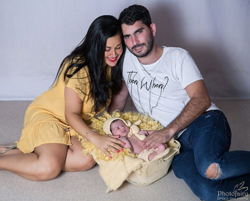 צילומי ניובורן עם ההורים- מבט של אהבה