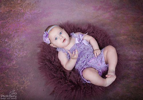 צילומי סטודיו מקסימים לתינוקת בת חצי שנה
