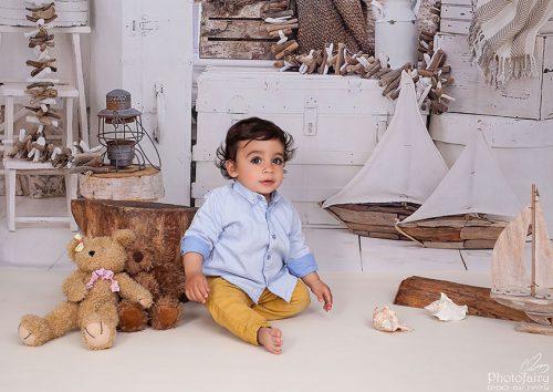 צילומי סטודיו מיוחדים לתינוקות- תינוק עם סירות
