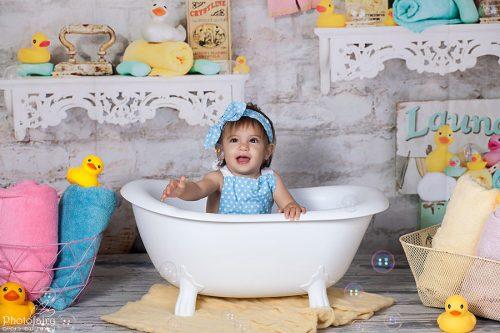 צילומי תינוקות - תינוקת באמבטיה