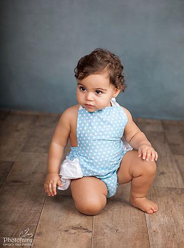 צילום תינוקות מקצועי בסטודיו בסגנון נקי ומחמיא