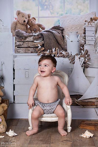 צילום סטודיו לתינוק בן 10 חודשים, תוך התאמה לשלב ההתפתחות