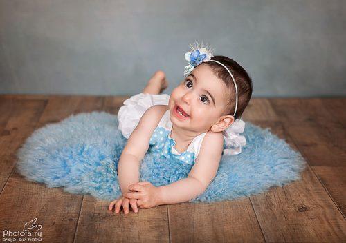 צילום תינוקת בסטודיו- שוכבת על הבטן