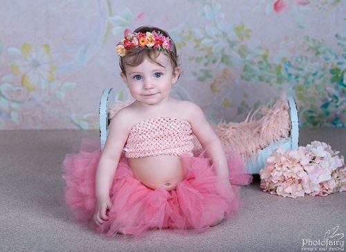 צלמת תינוקות- תינוקת עם קשת פרחים