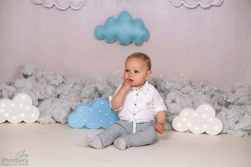 צילום תינוקות בסגנון קלאסי עם עננים