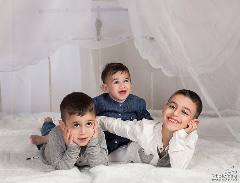 צילום משפחה- שלושה אחים