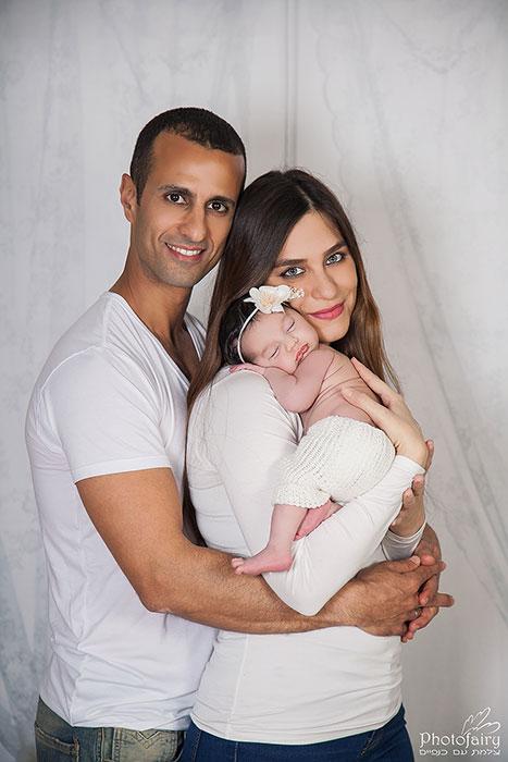תמונות משפחה עם תינוקת מקסימה