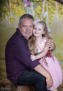 צילום משפחה- סבא ונכדה