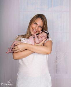 צילומי ניו בורן אמא ותינוקת