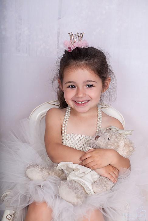 צילומי ילדה עם הדובי שלה