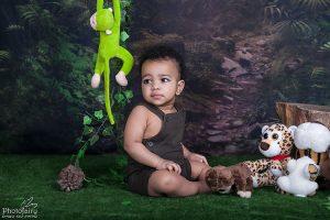 צילום תינוקות ביער קסום עם חיות