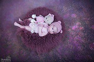 צילומי ניובורן על רקע פרחים סגול