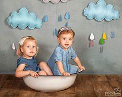 צילומי ילדים בסטודיו כיפי עם עננים