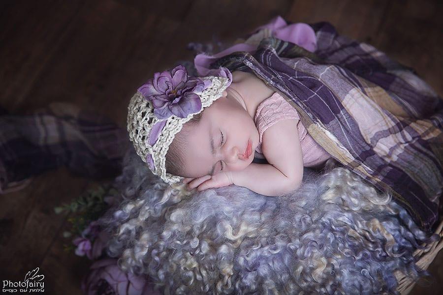 צילום ניו בורן לתינוקת בגווני סגול