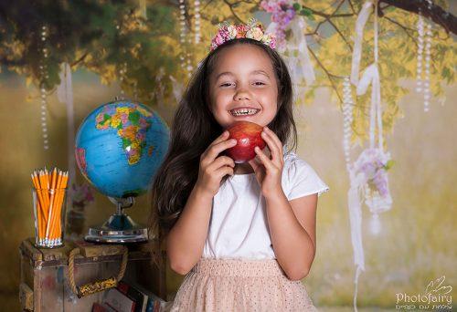 זואי אוכלת תפוח