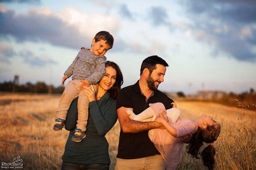 צילום משפחה בשדה פתוח